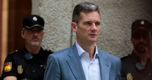 FILE PHOTO: Inaki Urdangarin, Spain's King Felipe's brother-in-law, leaves court after picking up his prison sentence notification in Palma de Mallorca, Spain, June 13, 2018.  REUTERS/Enrique Calvo/File Photo